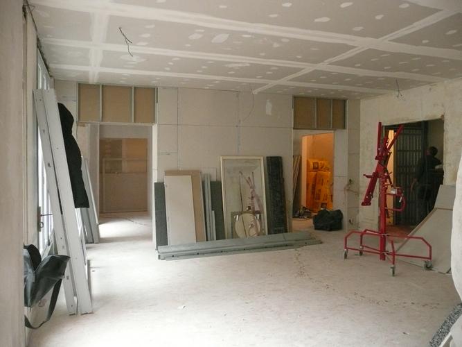 Le stockage dans le futur salon pendant le chantier