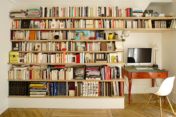 Bureau avec bibliothèque murale sur mesure