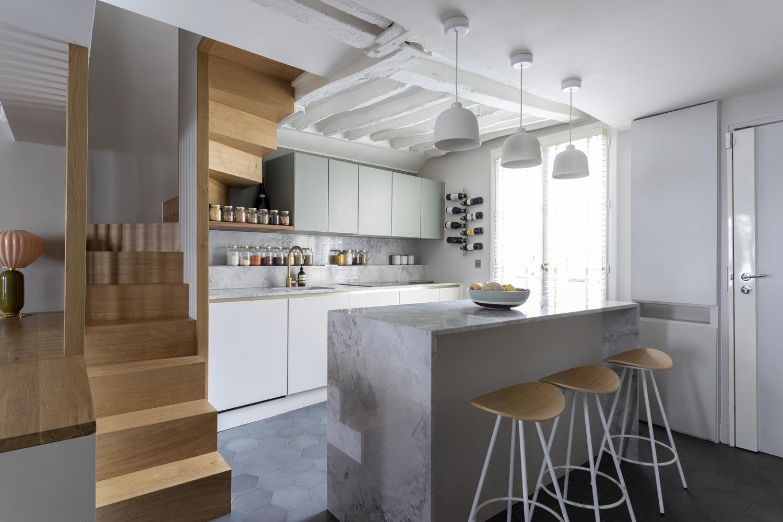 appartement marais cuisine marbre bois