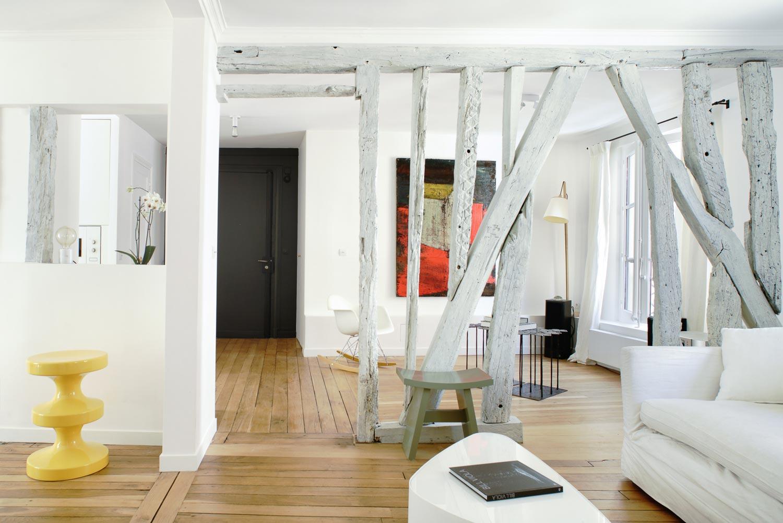 salon blanc pan de  bois