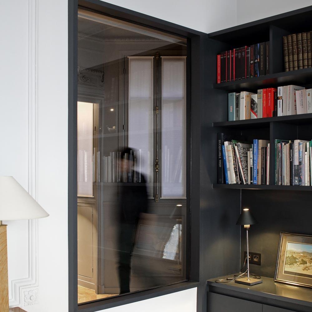 salon fenetre interieure noir railings