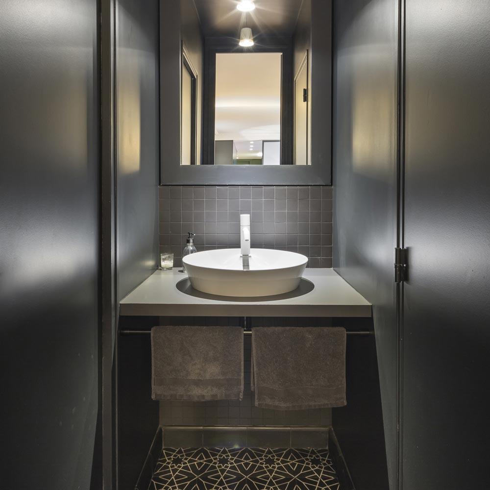 wc noir carreaux ciments