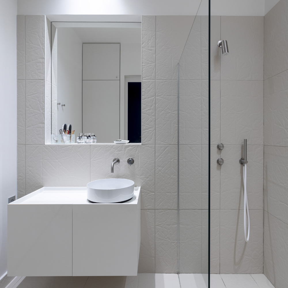 salle deau epure alape blanc folded