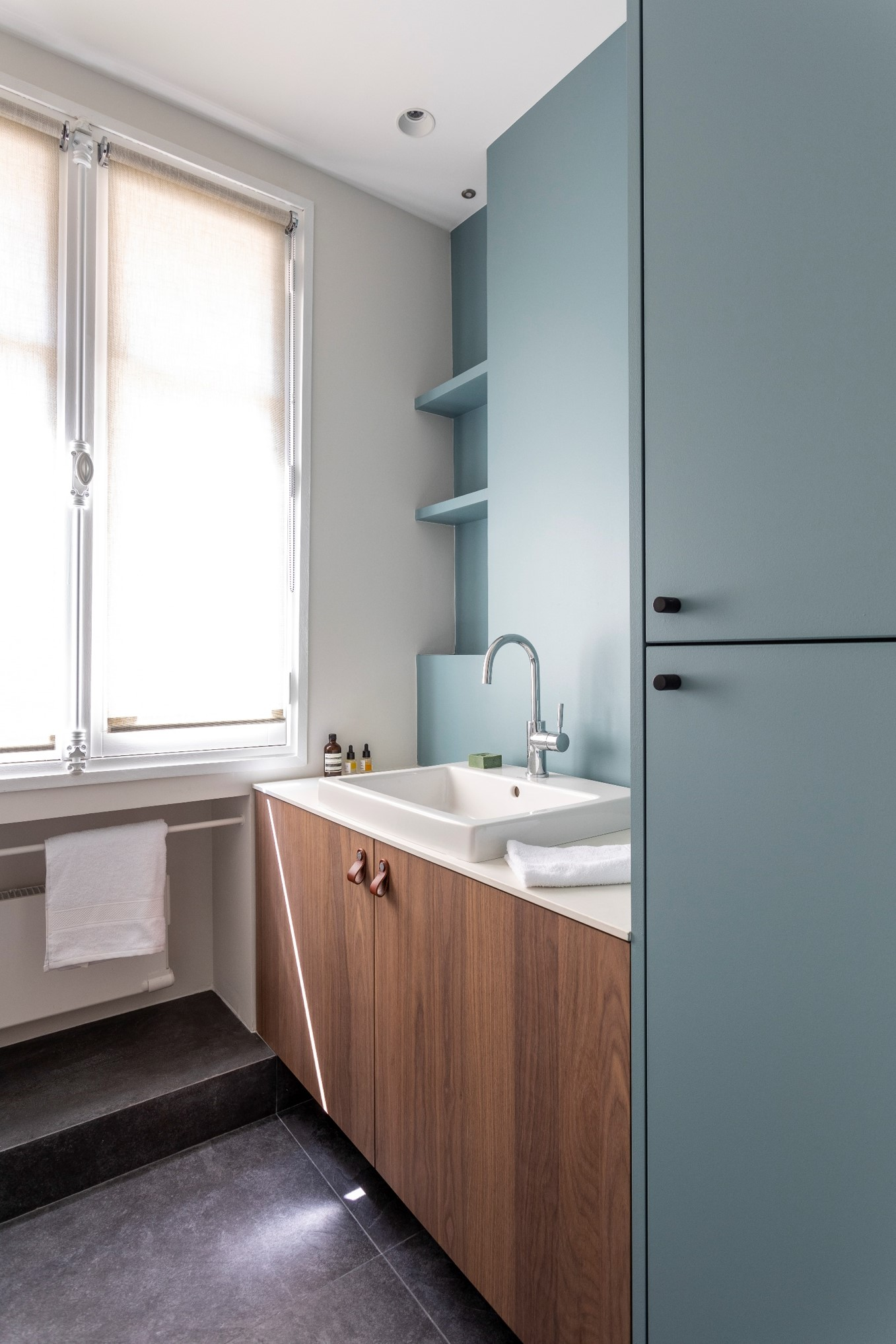 salle de bain marazzi ardesia vasque semi encastree noyer fenetre store